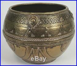 Bol Cérémonial De Bronze. Cisele À La Main. Inde Asie Xix-xx Siecle