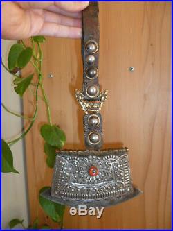 Briquet TIBETAIN ancien XIXe siècle, bronze, corail cuir de yak