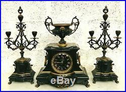 Garniture de cheminée marbre noir et bronze à patine brune et doré. XIX siècle