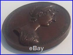 Médaille XIXe Marie Thérèse Charlotte Duchesse Angoulême signée Desnoyers 1821