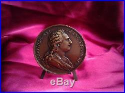 Médaille de table en bronze. Louis XVI et Marie-Antoinette