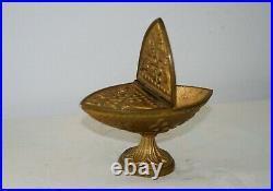 Navette en bronze entièrement ciselée XIXe Siècle