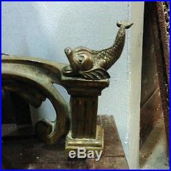 Paire de chenets louis XVI en bronze, décor de poissons, dorure. XIX siècle