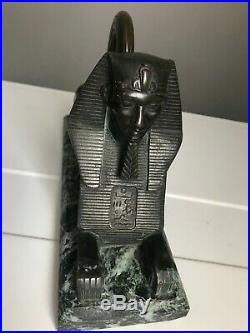 Sphinx en bronze sur socle de marbre vert faisant presse-papier. XIXe siècle