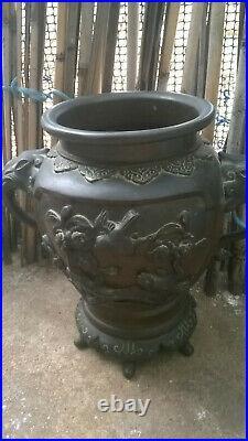 Superbe vase en bronze. Japon, XIXe siècle