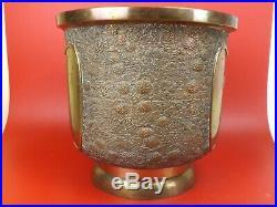 Vers 1900, Grand Cache Pot, Bronze. Japon XIXe siècle, Signé. Oiseaux en Volent